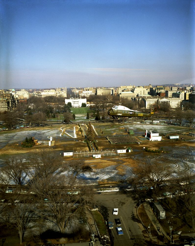 Kn C17052 Aerial View Of White House Grounds And