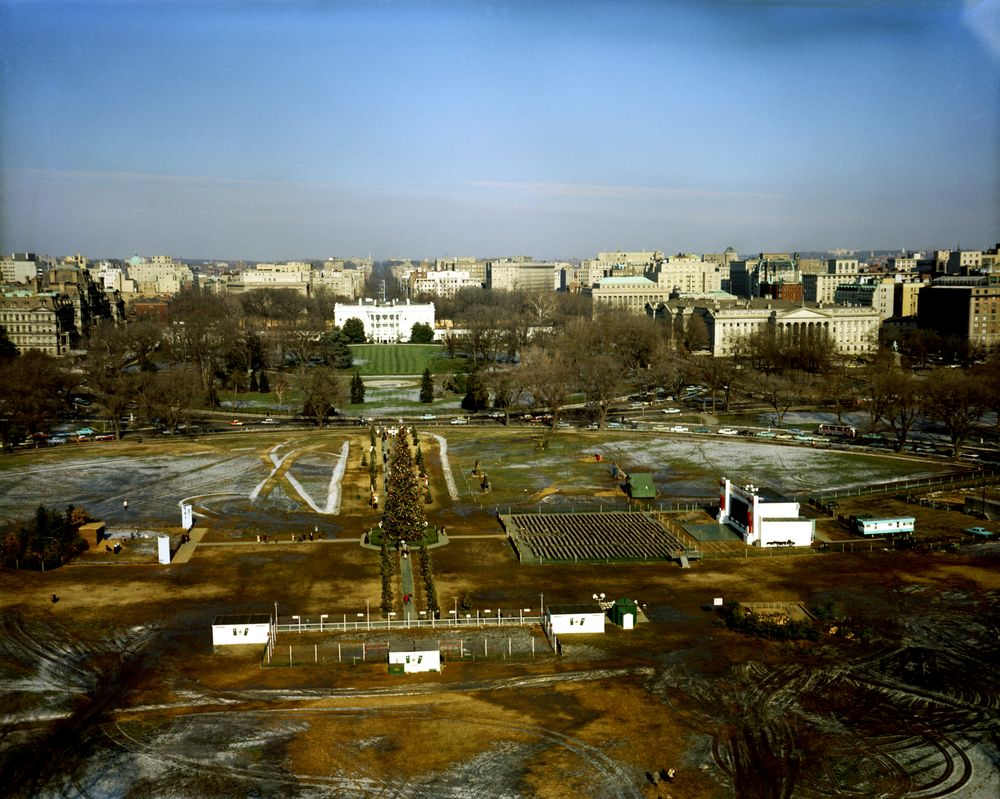 KN-C17056. Aerial View of White House Grounds and Washington, D.C ...