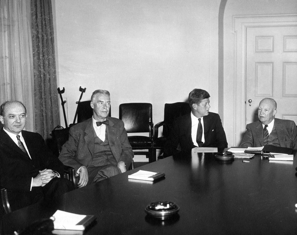 meeting between president dwight d  eisenhower  dde  and president-elect kennedy