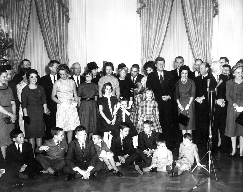 AR6287-C. Sworn-In Cabinet Members and their Families Pose with ...