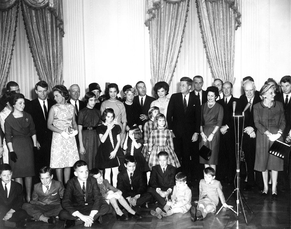 AR6287-F. Sworn-In Cabinet Members and their Families Pose ...