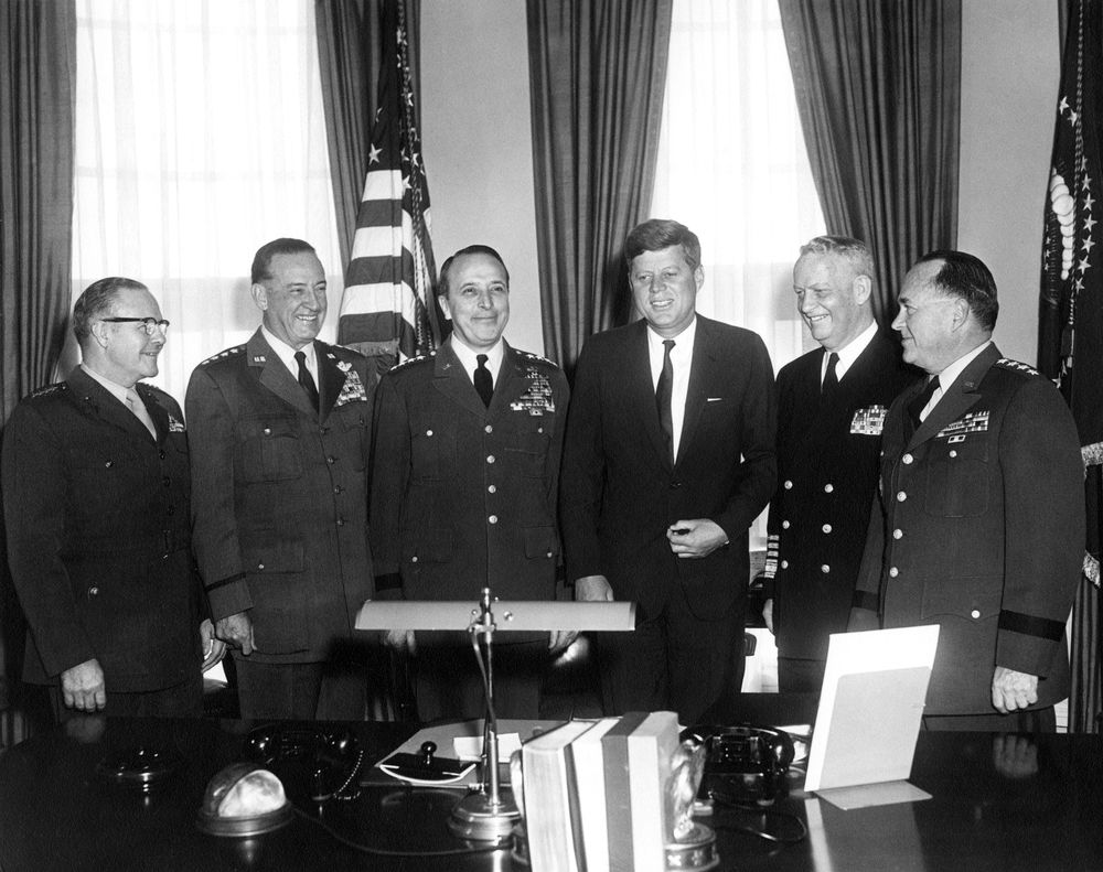 Tom kennedy us army claims service - Ar6293 A President John F Kennedy Meets With Joint Chiefs Of Staff