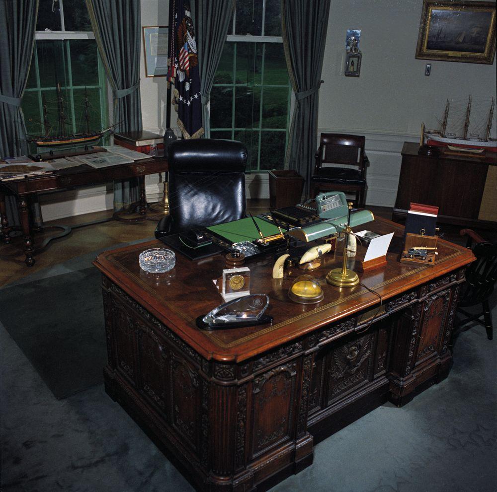 Oval office desk john f kennedy presidential library museum - Oval office desk ...