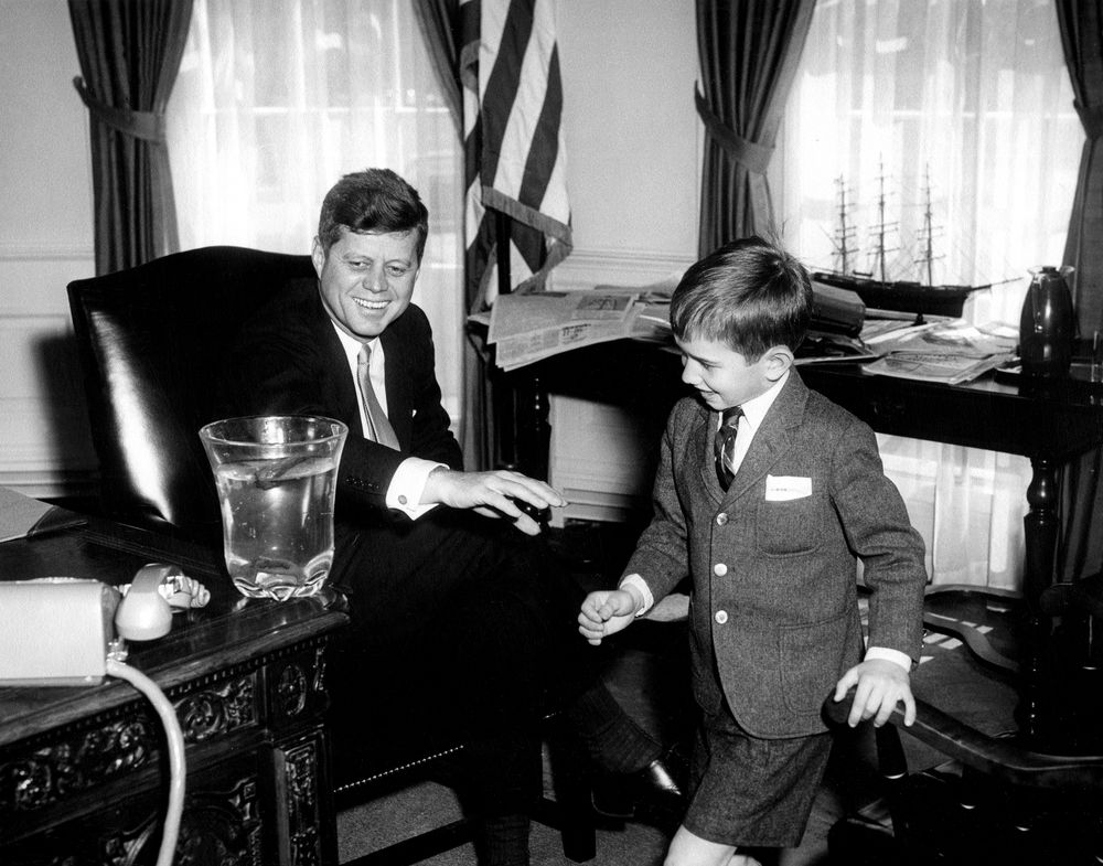 ar6420 b president john f kennedy with robert f kennedy