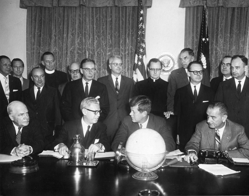 AR6498-A. President John F. Kennedy and Vice President Lyndon B ...