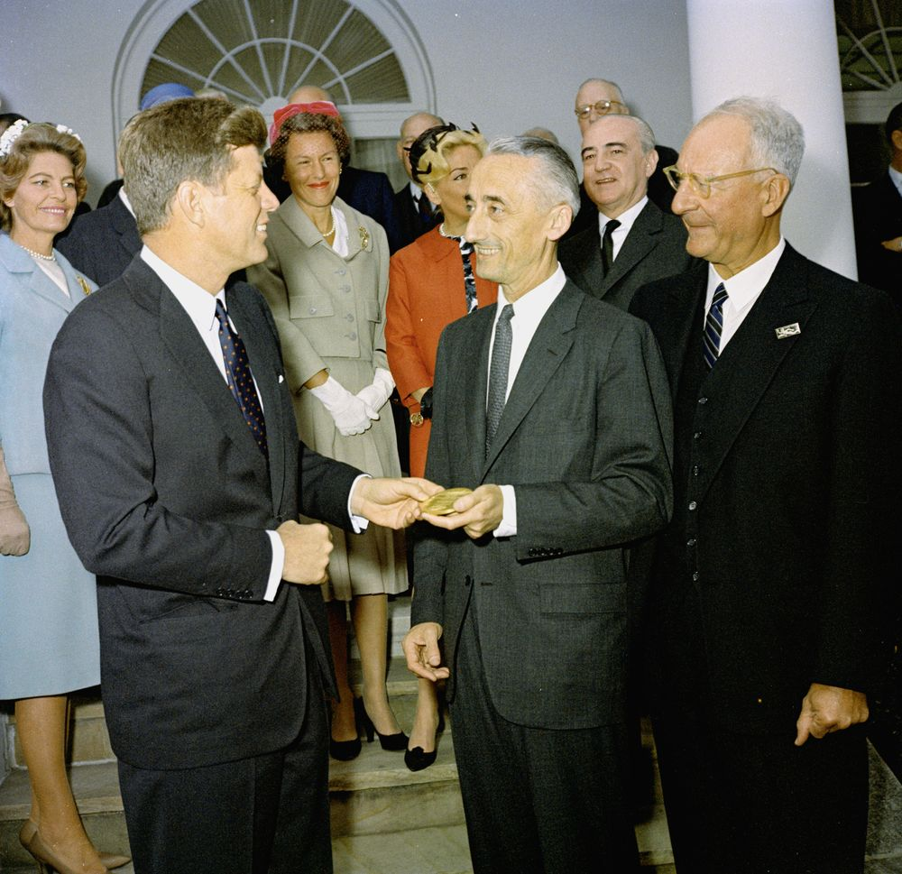 presentation of the national geographic society u0026 39 s gold medal to jacques cousteau  12 03pm