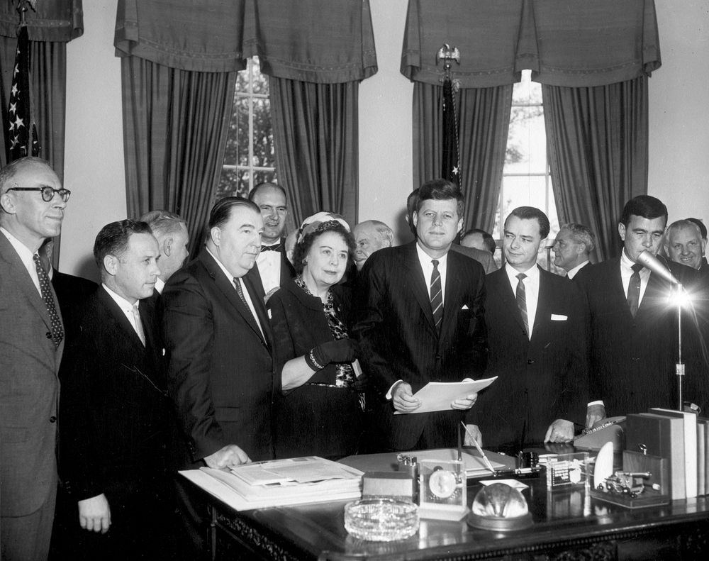 how did john f kennedy act 130 stat 830 public law 114-215 july 29, 2016 public law 114-215 114th congress an act to establish the john f kennedy centennial commission.