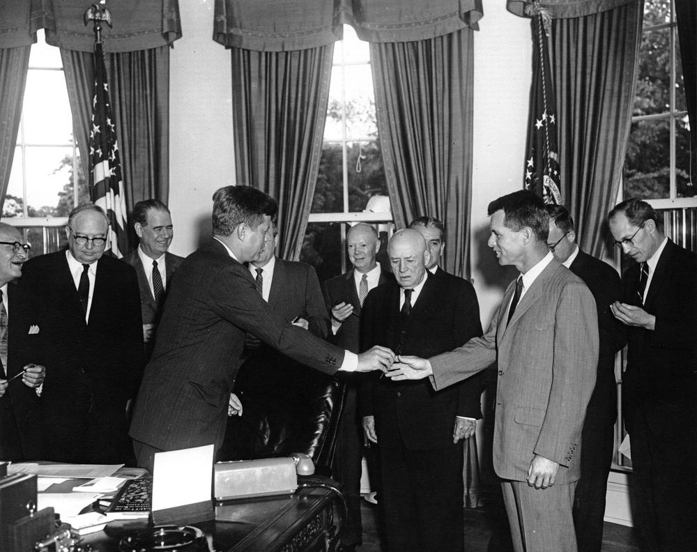 ar a president john f kennedy signs circuit and district ar6596 a president john f kennedy signs circuit and district judges appointment act