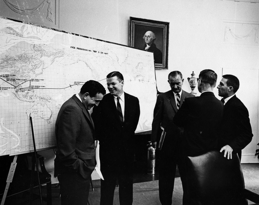 Cabinet Meeting, 10:12AM - John F. Kennedy Presidential Library ...
