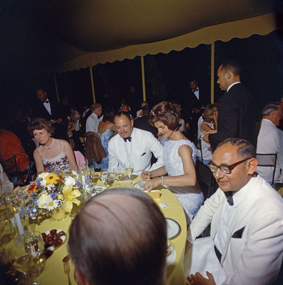 State dinner in honor of President Mohammad Ayub Khan of Pakistan. (Clockwise from top) Phyllis Chess Ellsworth, wife of Secretary of the Treasury C. Douglas Dillon; President Mohamamd Ayub Khan; First Lady Jacqueline Kennedy; Foreign Minister of Pakistan Manzur Qadir