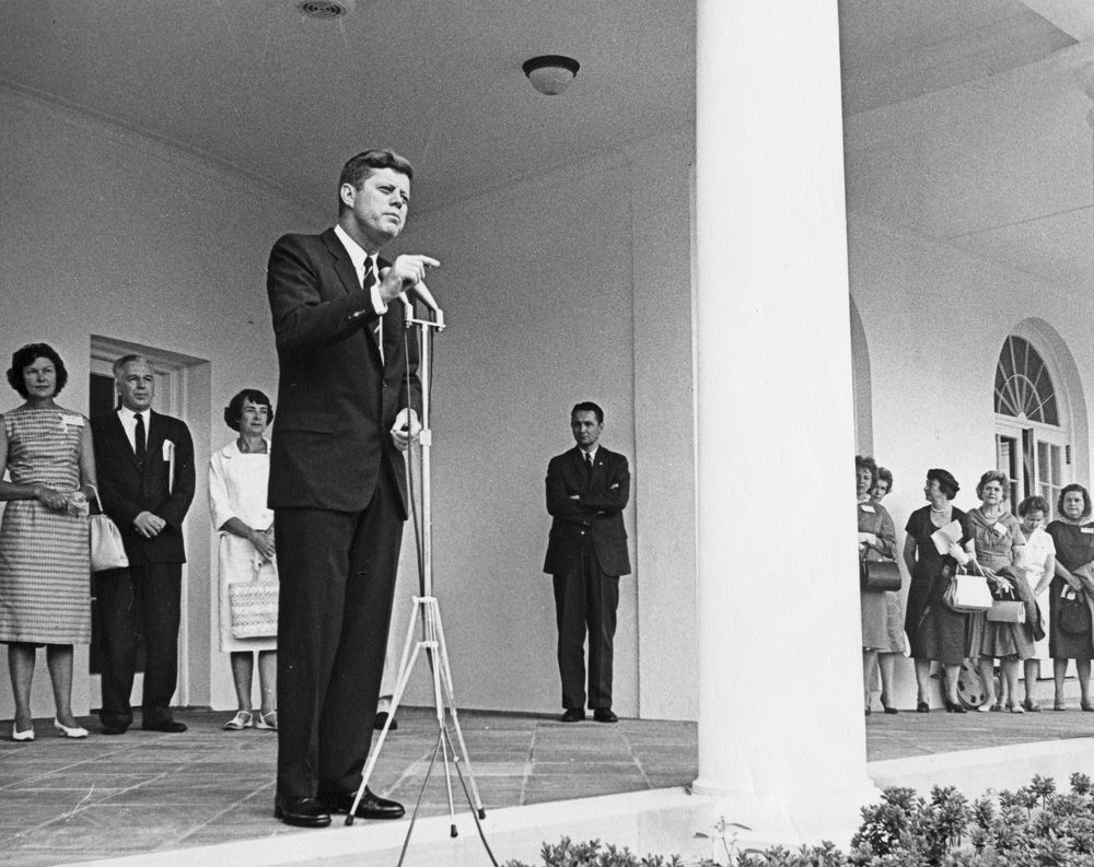 jfk library essay contest Profile in courage essay contest kennedy library forums are a series of public affairs programs offered by the john f kennedy presidential library and.