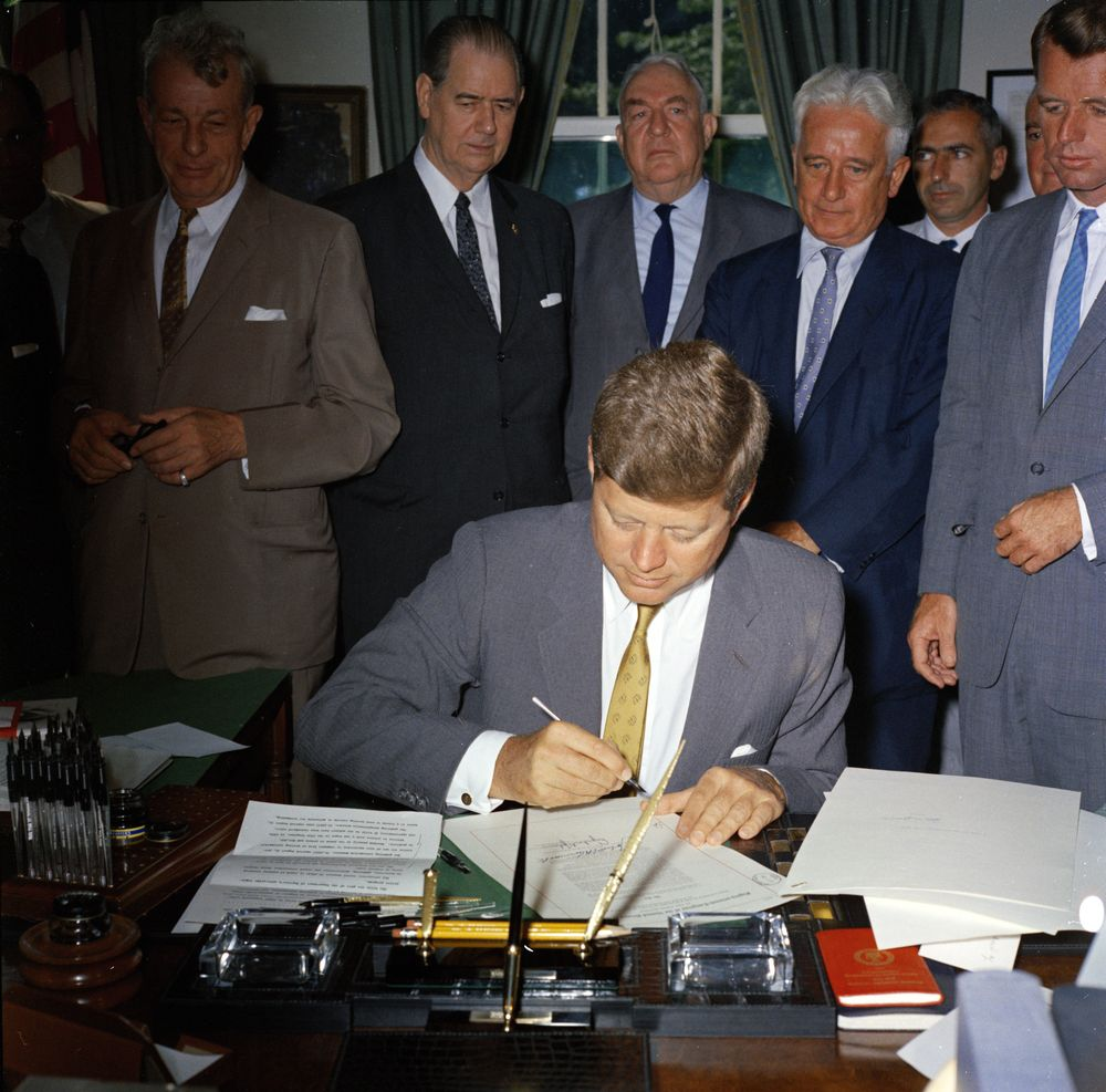 kn c president john f kennedy signs interstate anti crime  president john f kennedy signs interstate anti crime bills