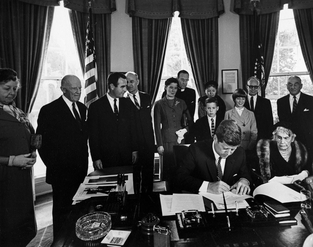 ar d president john f kennedy signs bill to establish the ar6818 d president john f kennedy signs bill to establish the woodrow wilson memorial commission