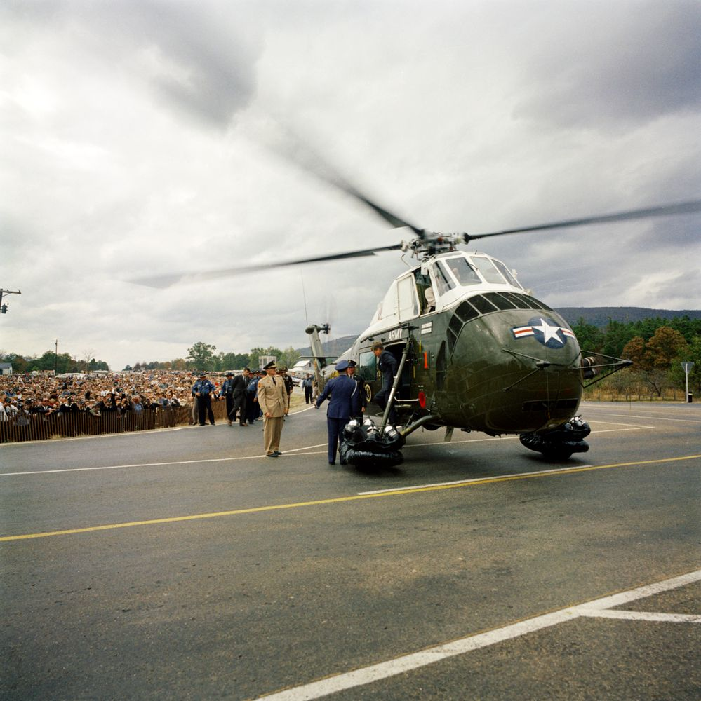 ST-M14-18-61. President John F. Kennedy Exits Helicopter - John F ...