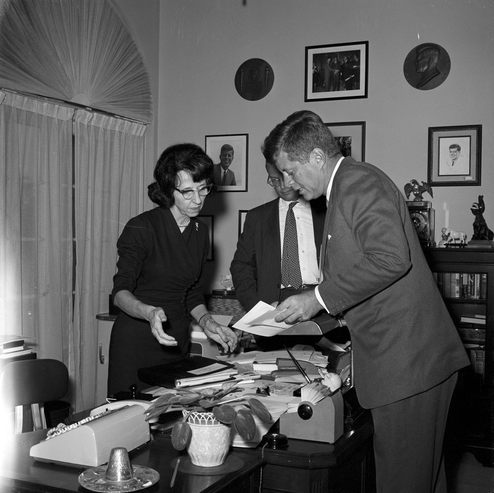 Kn 19440 President John F Kennedy And Evelyn Lincoln