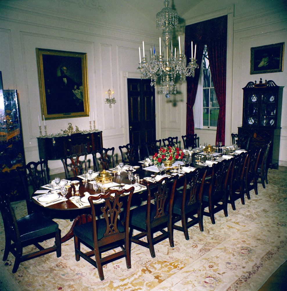White House Rooms State Dining Room Family Dining Room Settings And Flowers John F