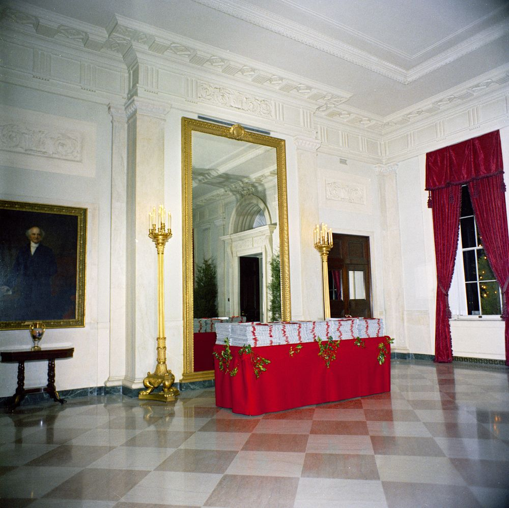 KN-C19720. Christmas Decorations In Entrance Hall Of White
