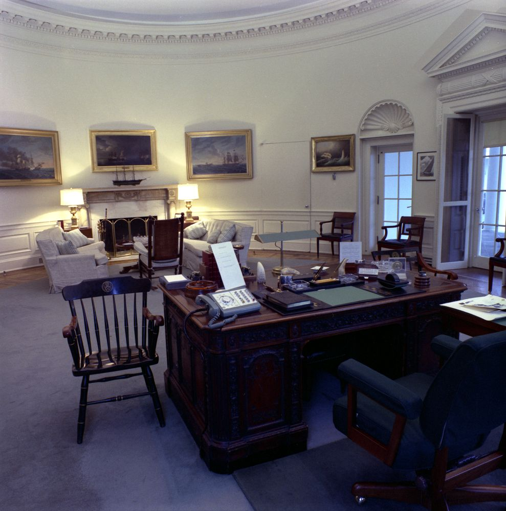 The white house rooms oval office