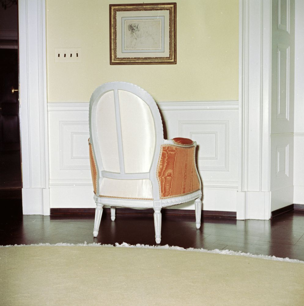 Kn C19976 Chair In Yellow Oval Room Of White House John