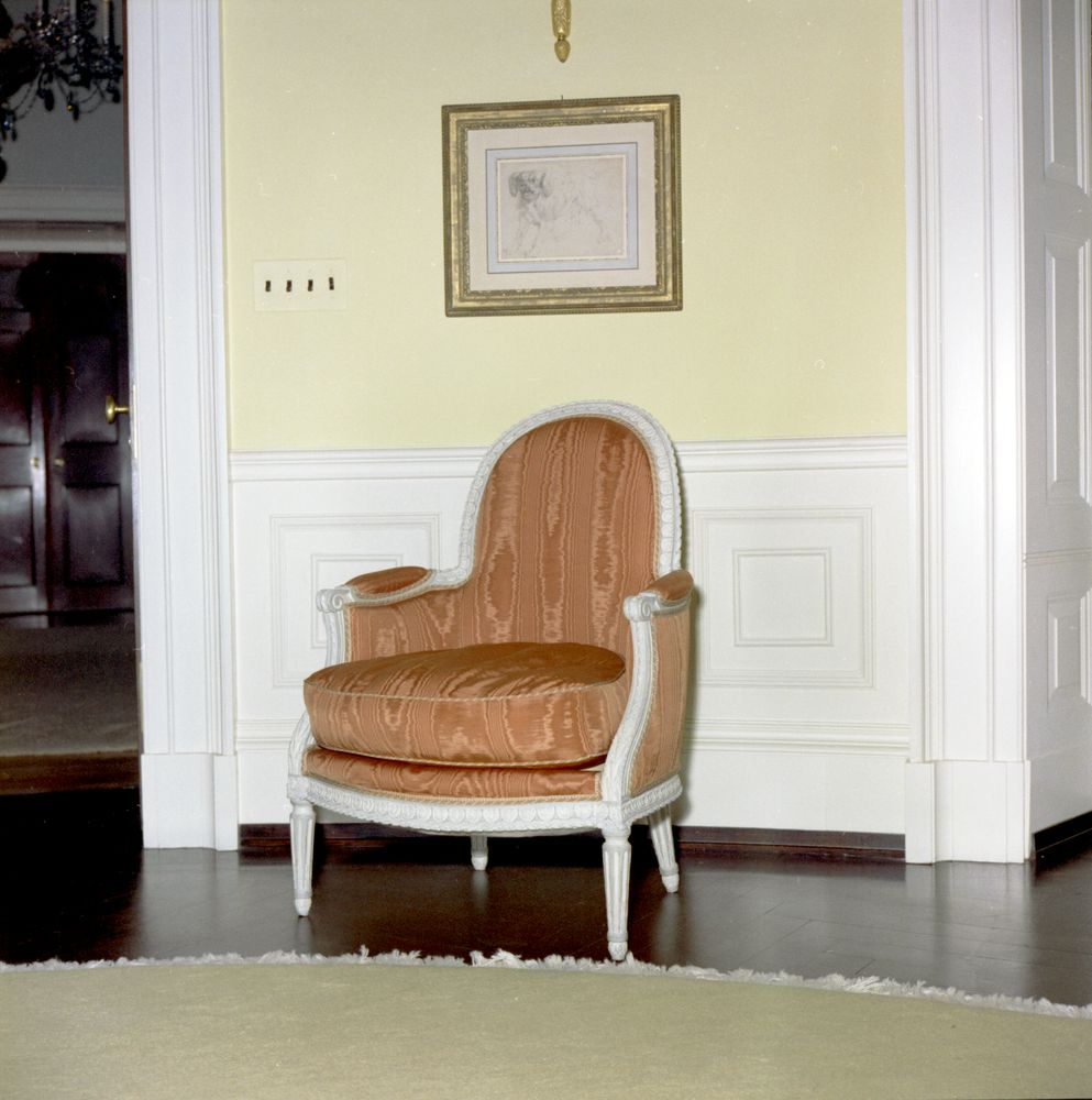 Kn C19977 Chair In Yellow Oval Room Of White House John