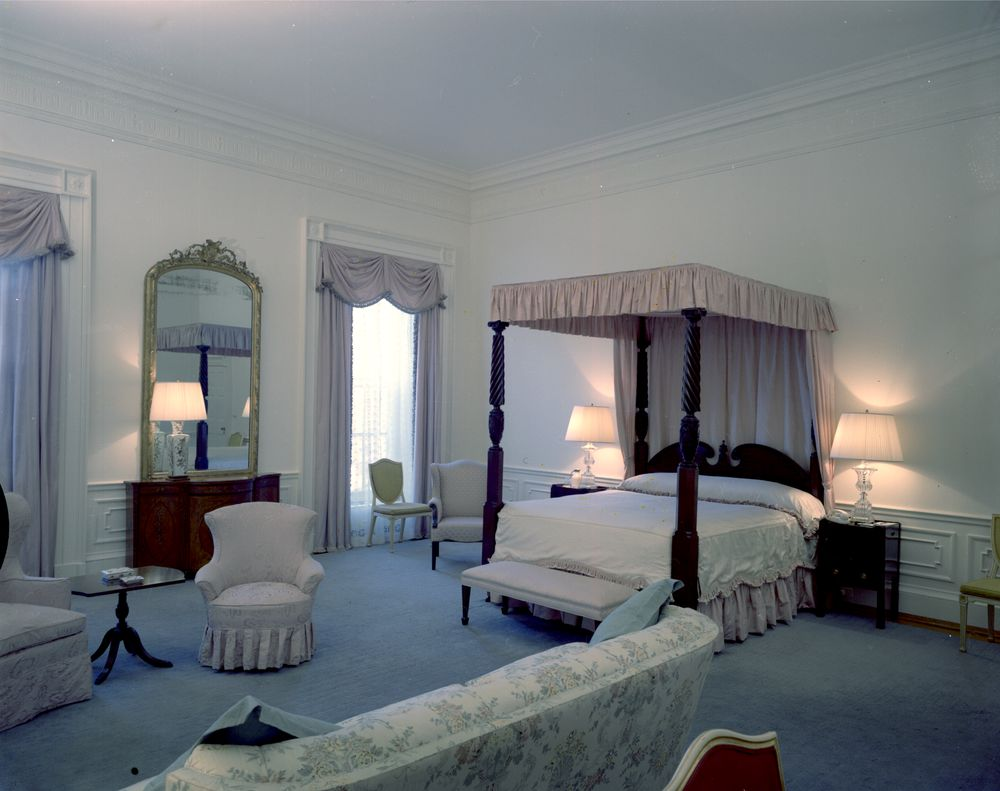 White house rooms queens 39 bedroom president s dining for Bedroom photos
