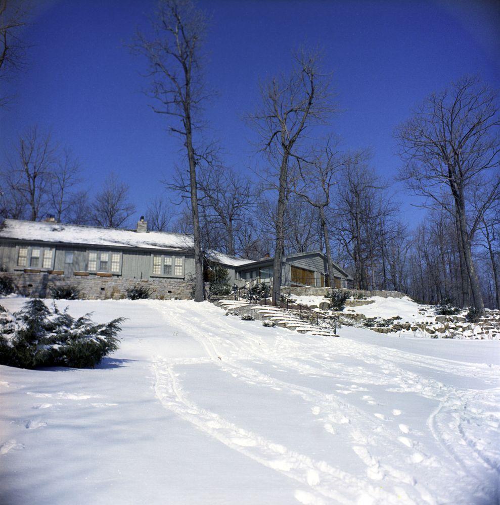 Kn C20068 Aspen Lodge Camp David John F Kennedy