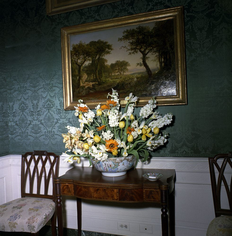 Kn c20291 floral arrangement for white house dinner john f floral arrangement for white house dinner mightylinksfo