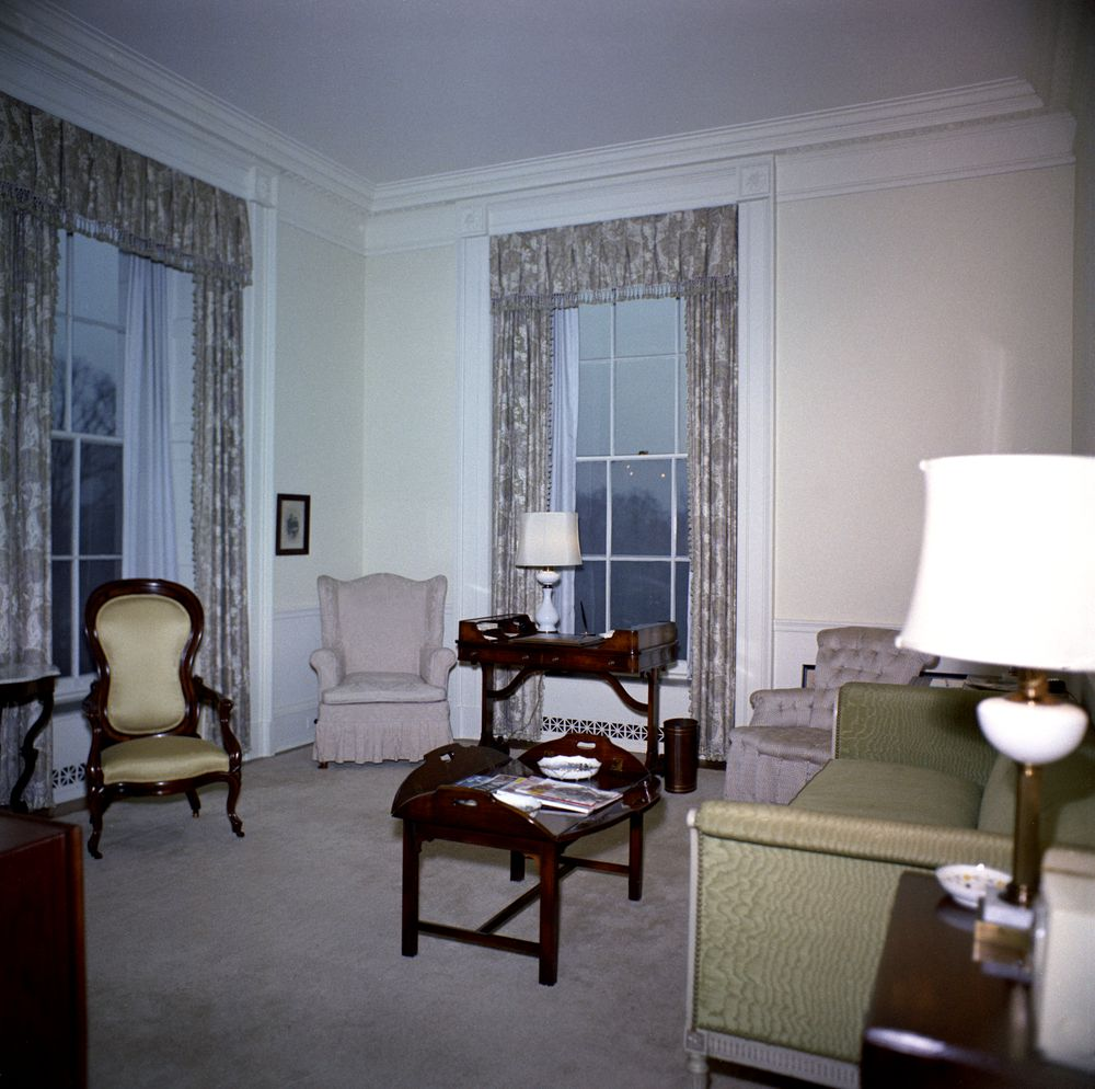 Kn c20277 lincoln sitting room white house john f kennedy presidential library museum - White sitting rooms ...