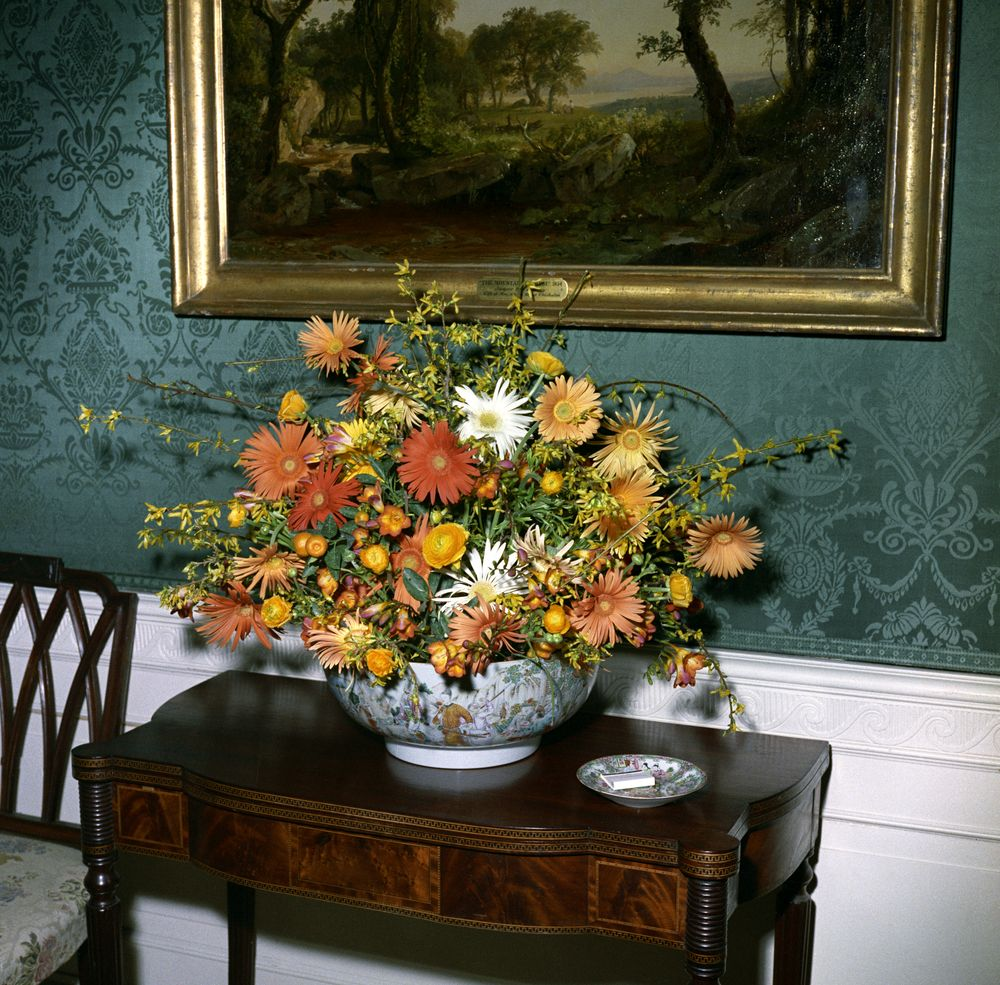 Kn c20564 flower arrangement for white house luncheon john f flower arrangement for white house luncheon mightylinksfo