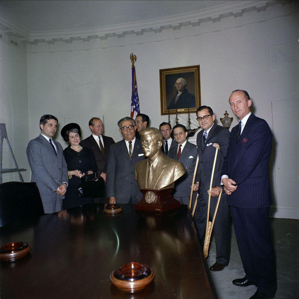 Jfk Bust Cabinet Room White House