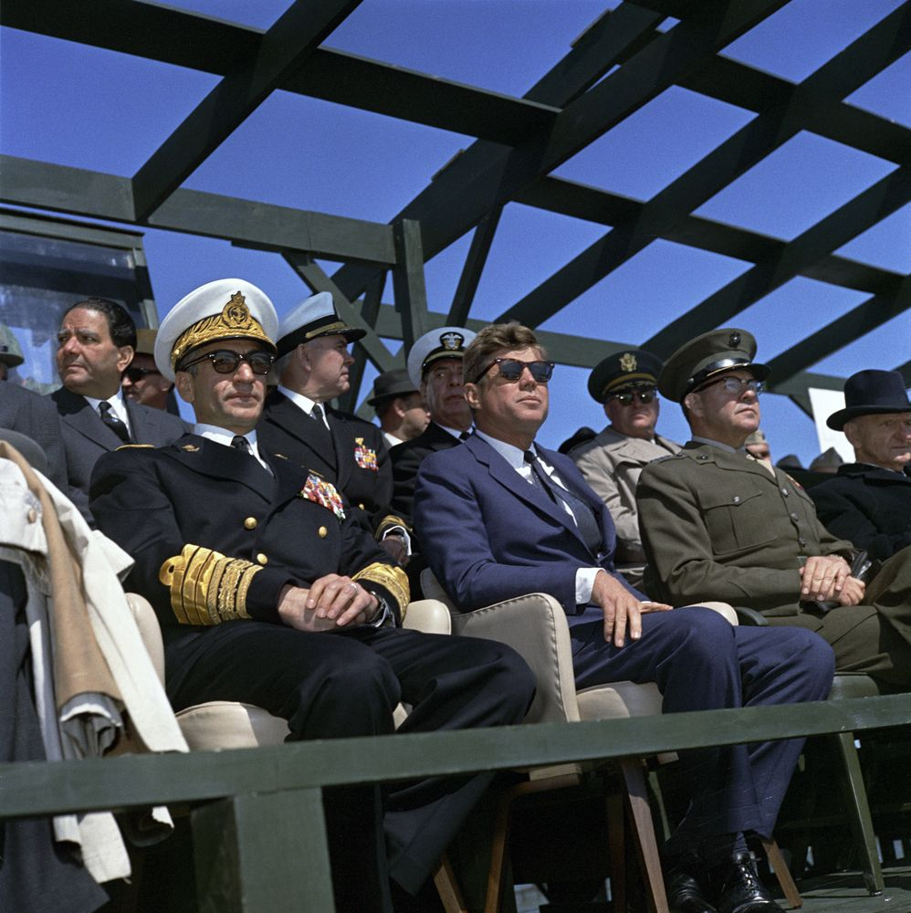 visit to the atlantic fleet  president kennedy views