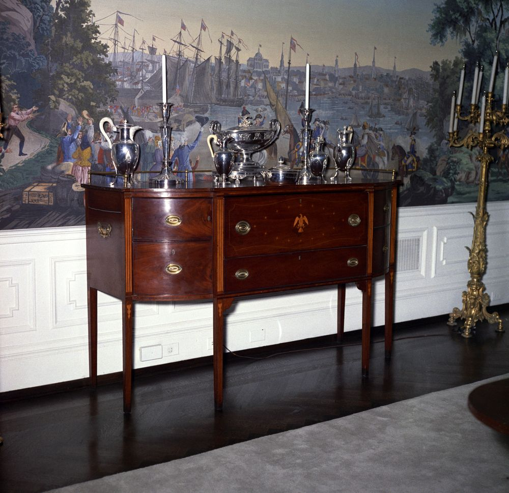 Kn C21207 A Mahogany Sideboard In The President S Dining