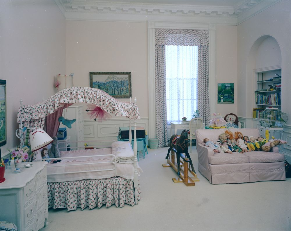 kn c21449 caroline kennedy 39 s bedroom in the white house