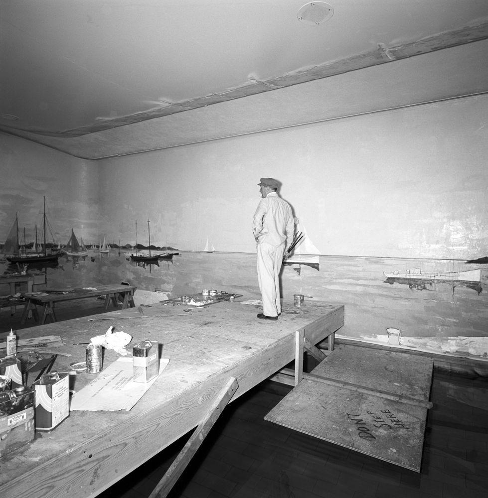 Harbor House Pool: ST-176-13-62. Bernard Lamotte Paints White House Swimming