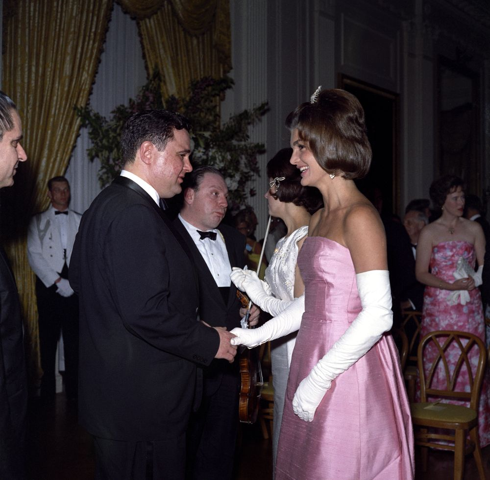 KN-C21651. First Lady Jacqueline Kennedy with Musicians at Dinner ...