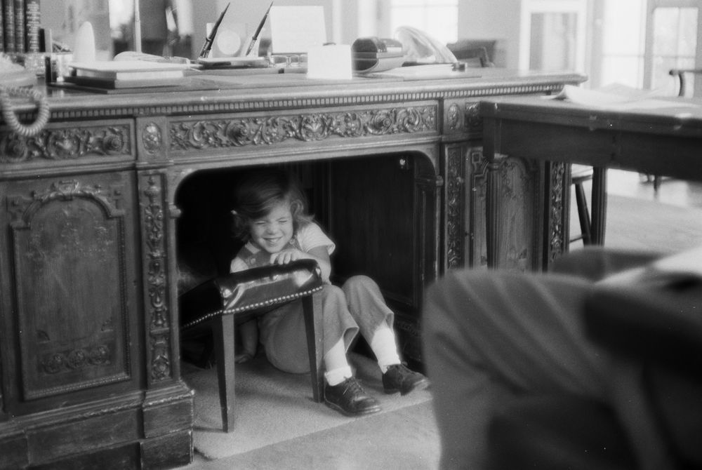 kn 21770 caroline kennedy plays in oval office john f