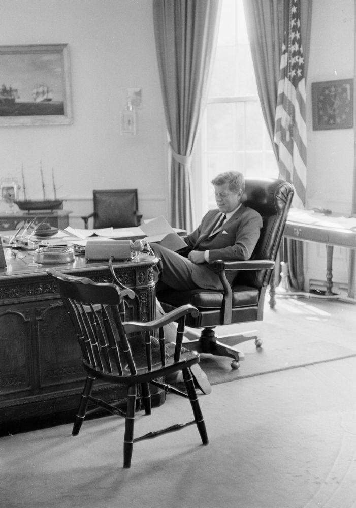 KN-21779. President John F. Kennedy and Caroline Kennedy in Oval ...