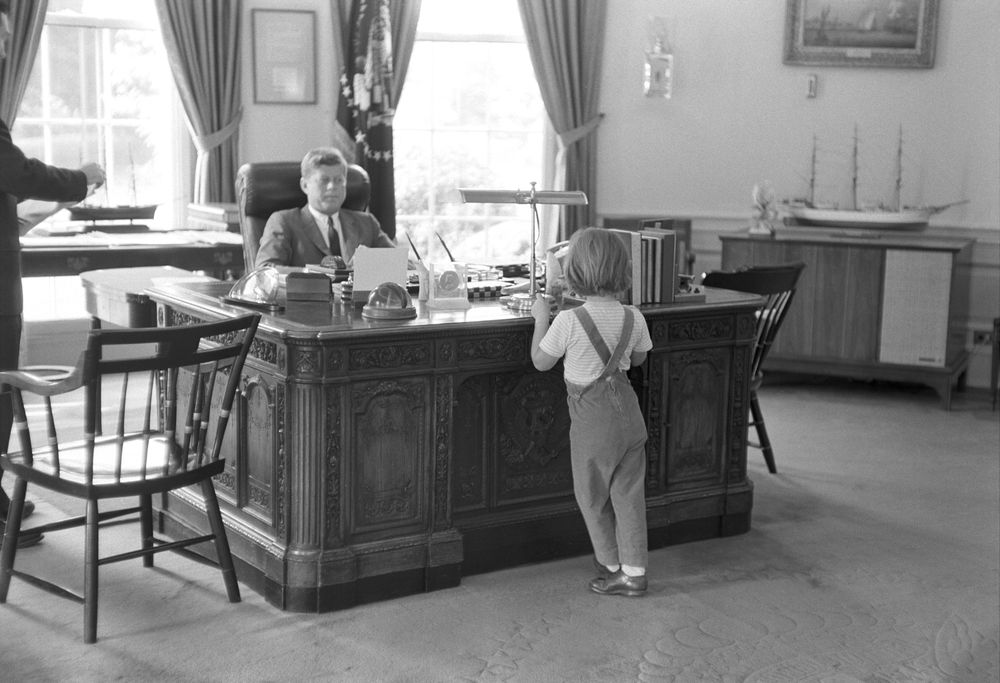 KN-21780. President John F. Kennedy and Caroline Kennedy in Oval ...