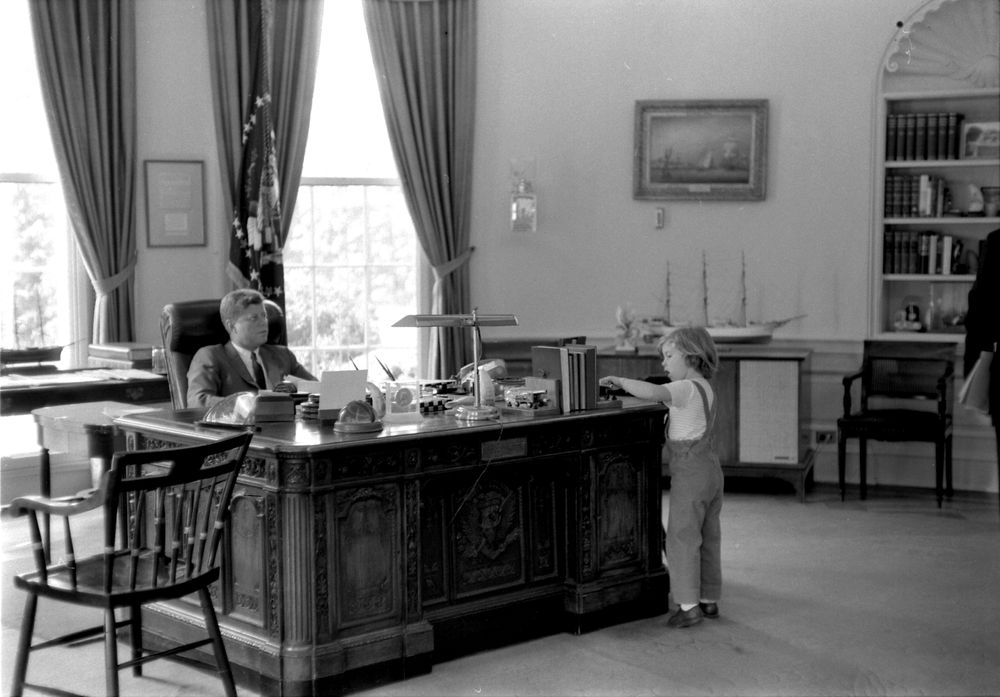 President kennedy with caroline kennedy cbk john f - Jfk oval office desk ...