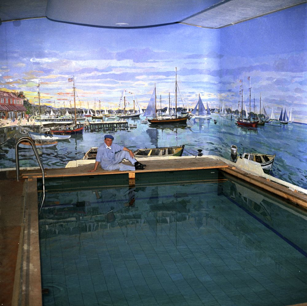 KN-C22108. Bernard Lamotte Paints White House Swimming
