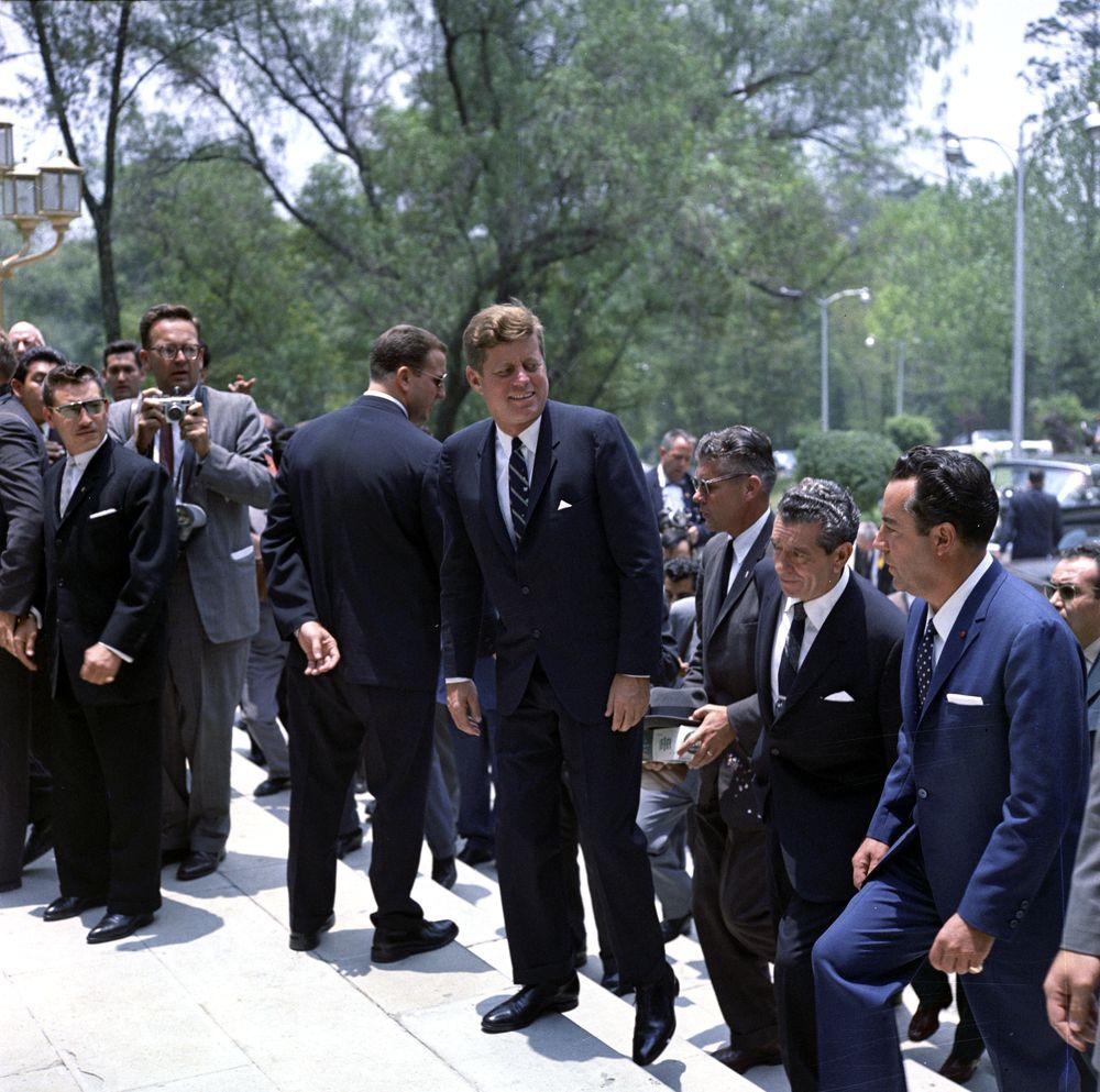KN-C22592. President John F. Kennedy Arrives at Los Pinos, Mexico City ...