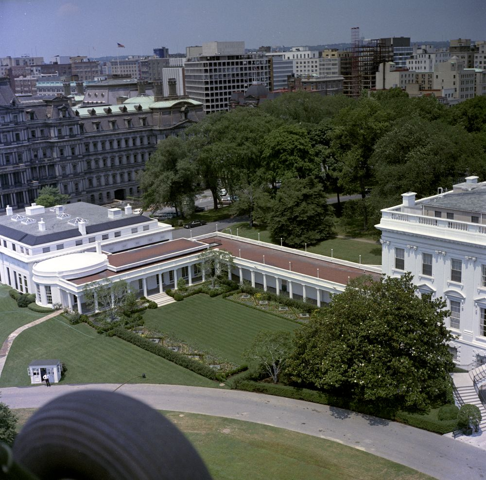 Kn c22687 aerial view of the white house john f for The view house