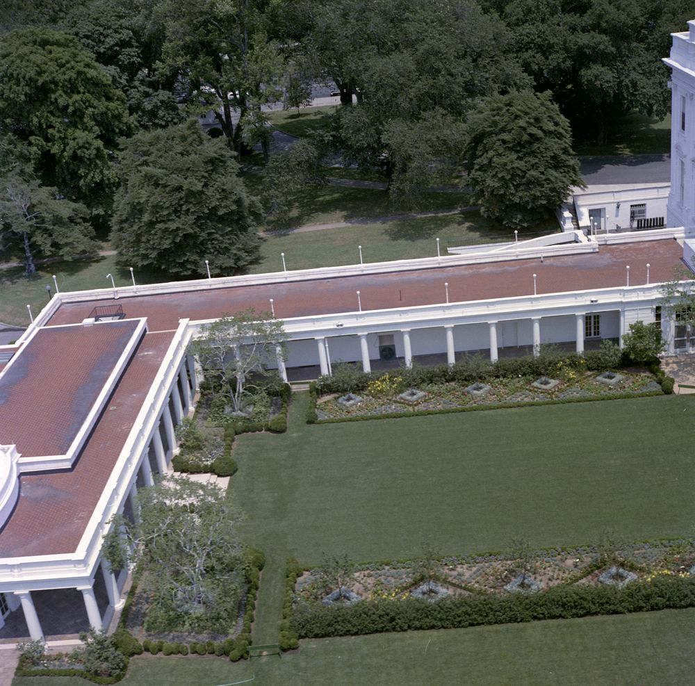 Kn C22689 Aerial View Of The White House John F