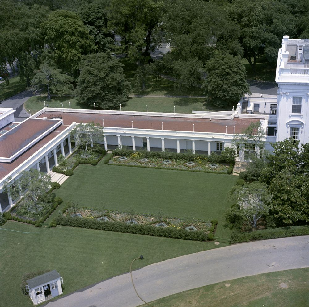Kn c22692 aerial view of the white house john f for The view house