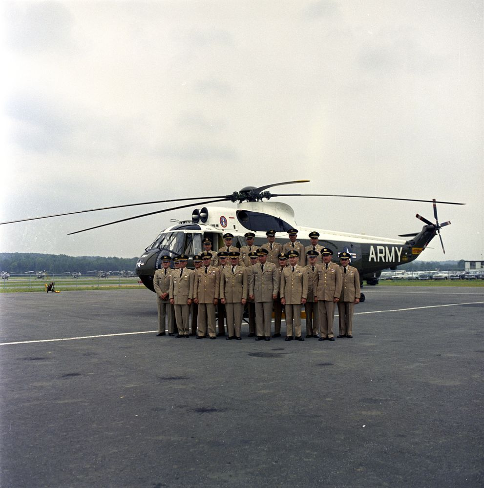ST-C20-15-62. United States Army Presidential Flight Crew