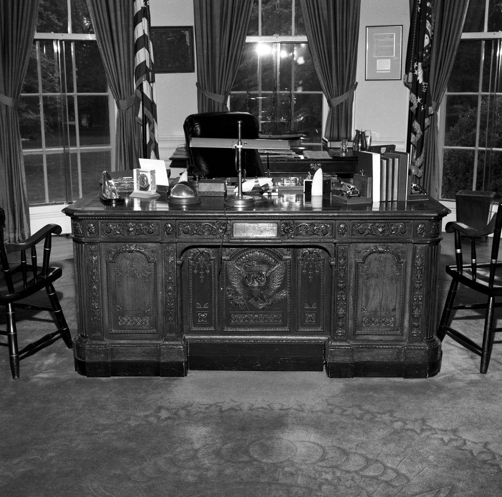 Kn 23056 president john f kennedy 39 s hms resolute desk in the oval office john f kennedy - Jfk oval office desk ...