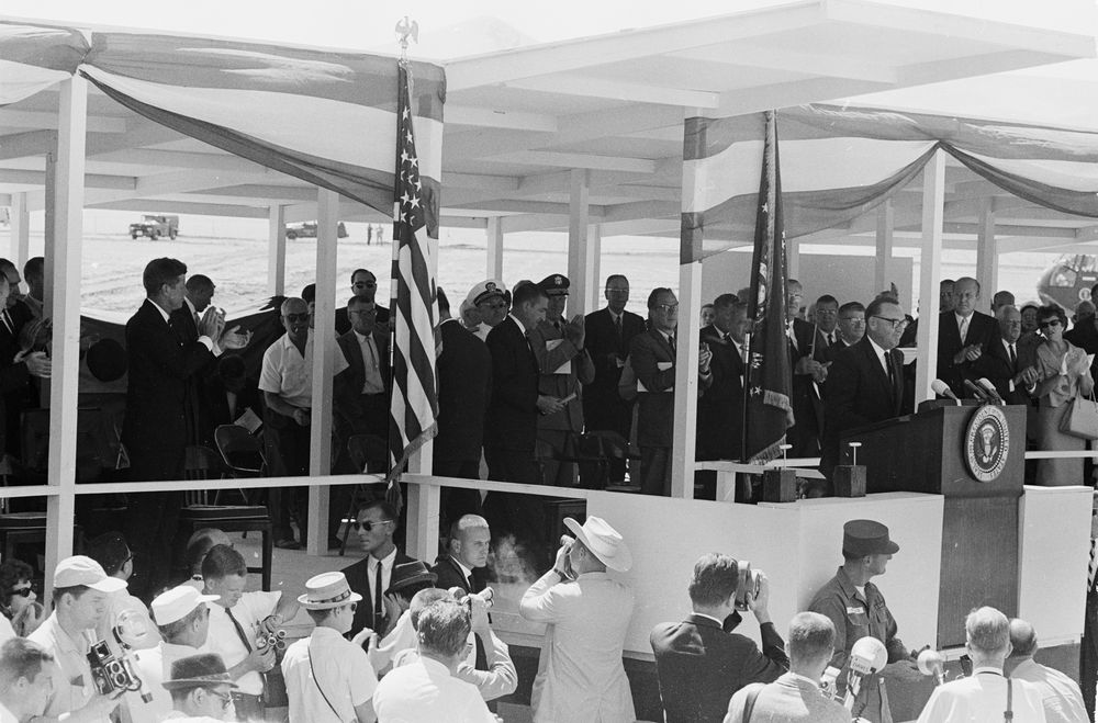 KN-23364. President John F. Kennedy Attends San Luis Dam Groundbreaking  Ceremony
