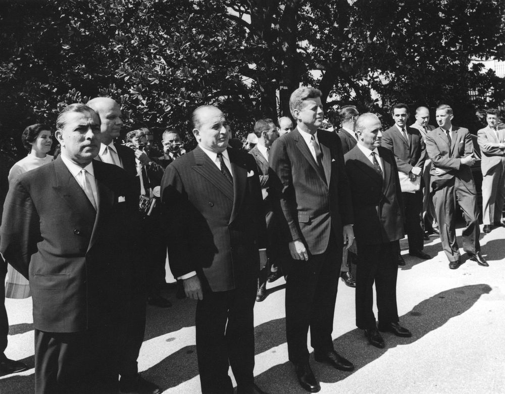 my comparison of jfk with lbj Lyndon b johnson: lbj, whose own career was assisted by jfk nemesis j edgar hoover (fbi), gave the orders to a cia-led hit team, and helped guide the warren commission/lone gunman cover-up cord meyer: cia agent, architect of the operation mockingbird disinformation apparatus, and husband of mary meyer (who had an affair with jfk.