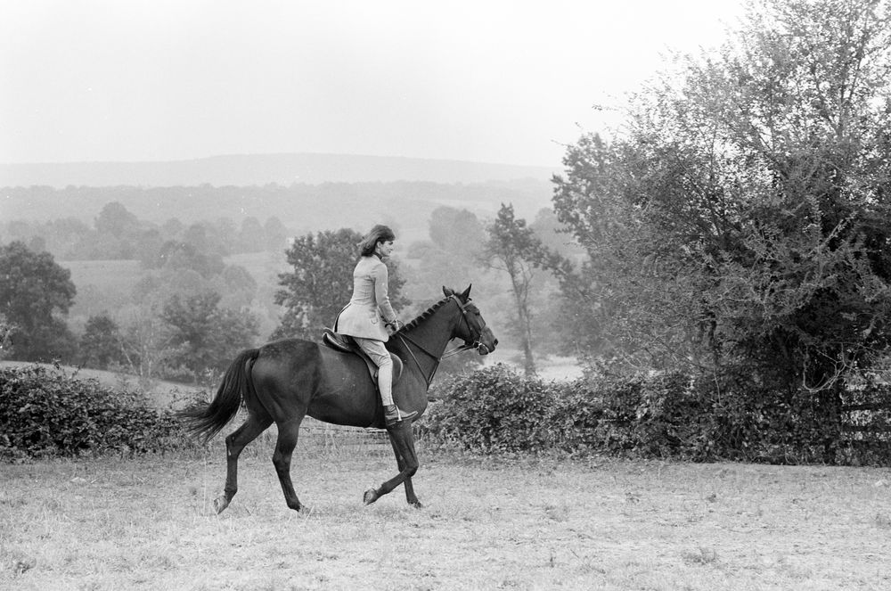 Kn 24263 first lady jacqueline kennedy rides horse at for Glen ora middleburg va