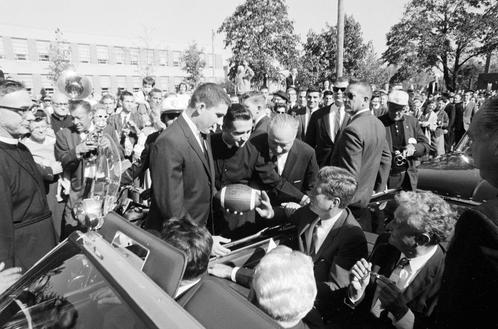 jfk essay contest high school students Profile in courage essay contest for high school students president john f kennedy respected and admired acts of political courage his book, profiles in cour age.
